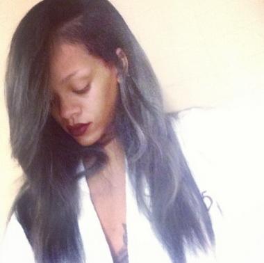 Рианна с седыми волосами